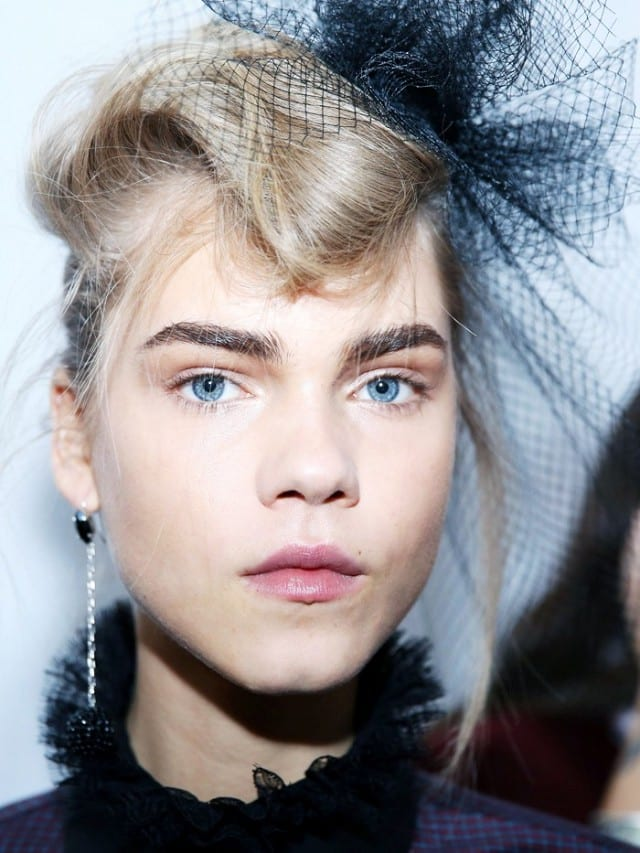 9-stunning-beauty-images-from-backstage-at-pfw-1688735-1457449721.640x0c